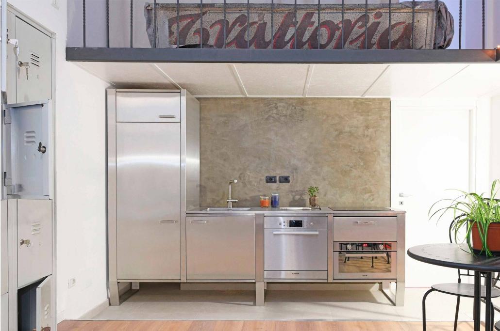 Cucina in Acciaio in un Loft
